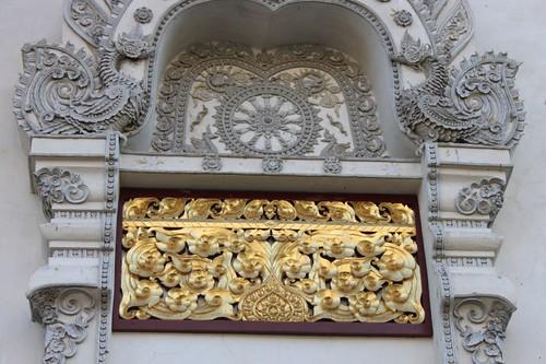 20120123_2482_Wat-Chedi-Luang-doorway