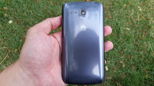Huawei Ascend Y600 ด้านหลัง