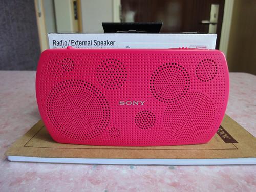 新買的 Sony 收音機,顏色好鮮艷 by Kansir