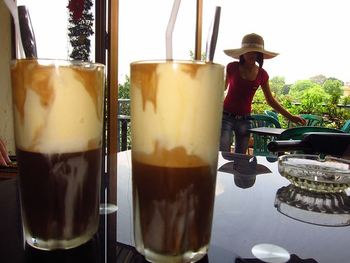 Caphe Trung Da (Iced Coffee with Egg White)