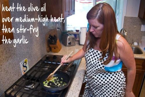 heat oil, stir fry garlic
