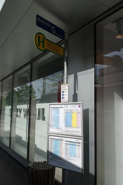 RVO 是德國系統的巴士,站牌不在火車站前,要到對街,稍微遠一些