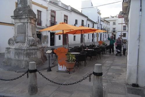 Plaza del Potro con veladores.