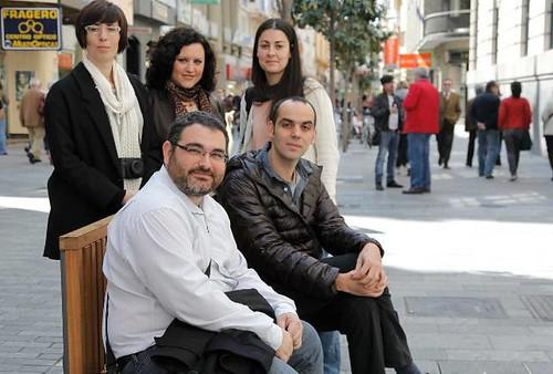 Los organizadores de los paseos Jane Walk en Cordoba. Pedro Perez, Javi Burón, Magda Sanchez, Xiumara Gómez y Guadalupe Gómez.