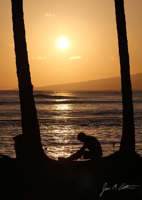 050912 Waikiki Sunset Guy