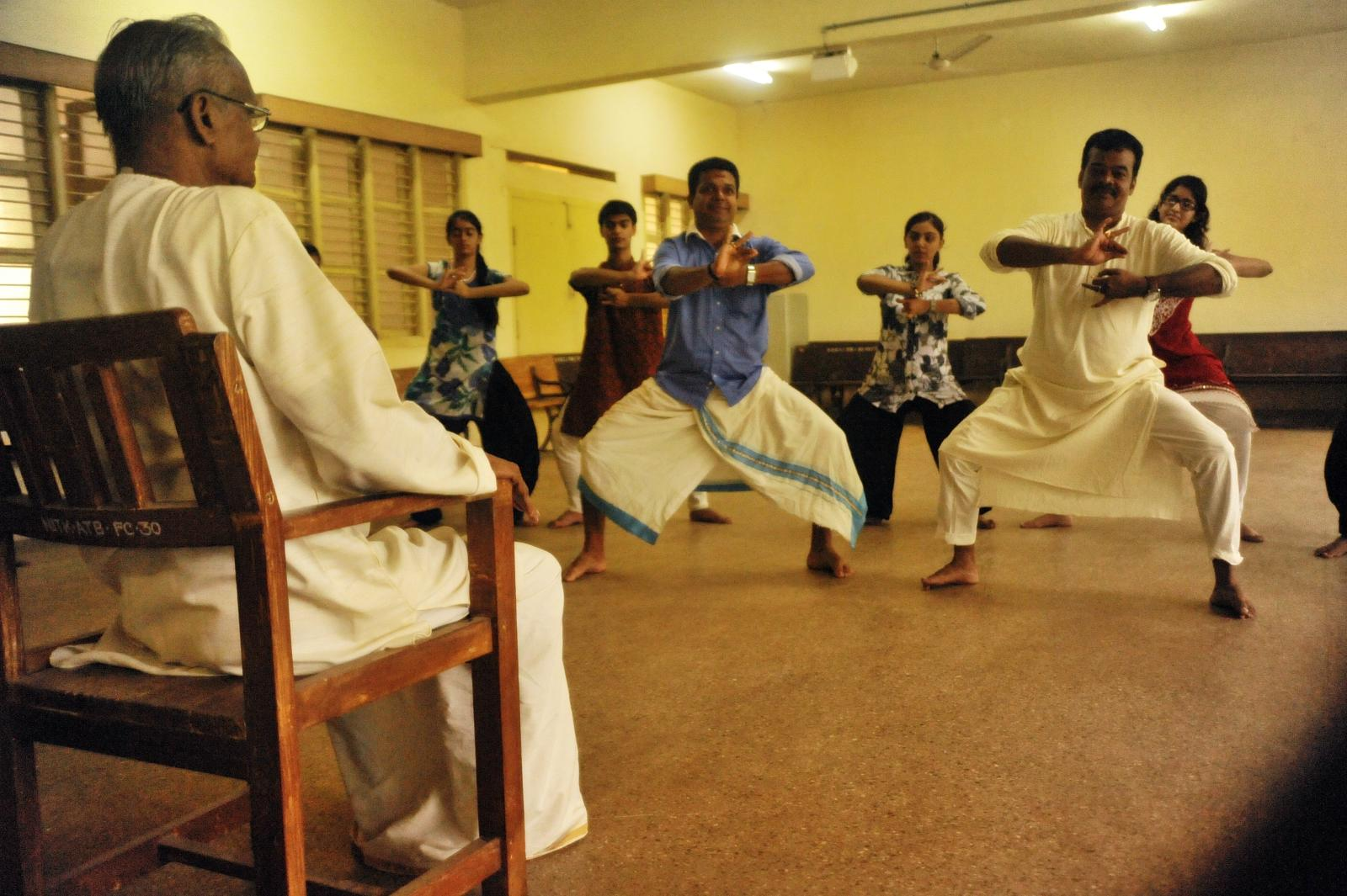 Shri Kalamandalam Kuttan (Kathakali) gets the pupils into final act