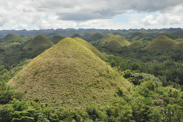 Chocolate Hills in Bohol - Flickr CC kullez
