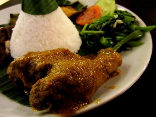 CafeInd nasi tumpeng - chicken rendang