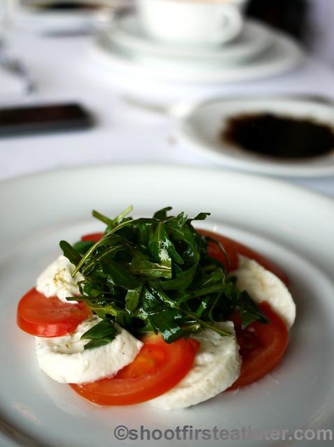 mozarella & tomato salad