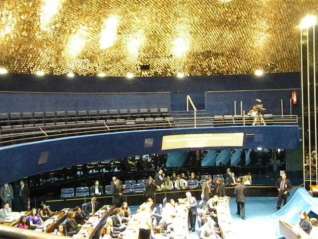 O Plenário do Senado fica sob a cúpula, mas não dentro dela