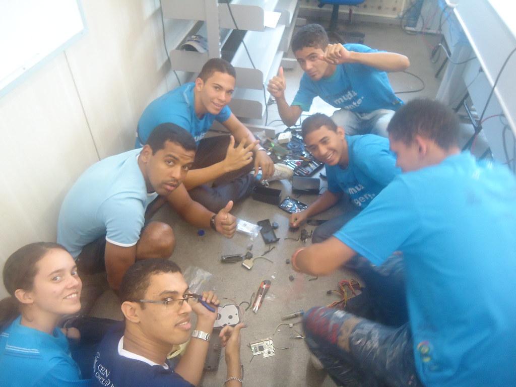 Galera do CRC marcando presença na ára de robótica livre!
