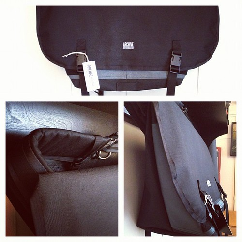 Messenger bag going to Hong Kong by Archive Victor