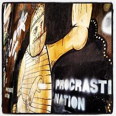 Street art στο κέντρο της πόλης - Procrastination