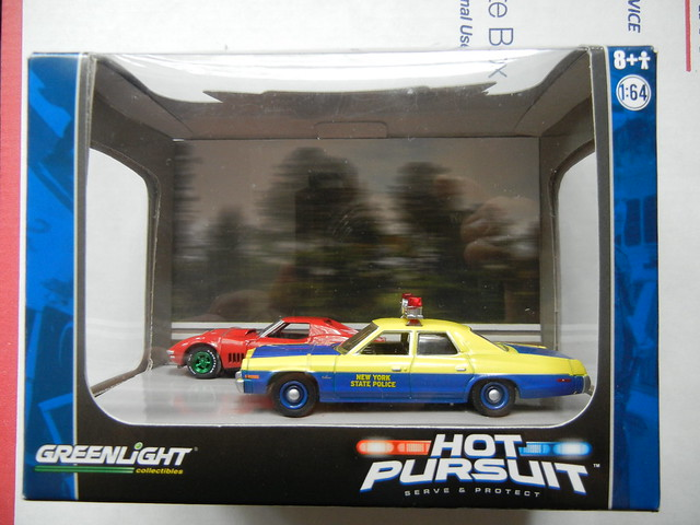greenlight hot pursuit diorama green machine corvette (1)