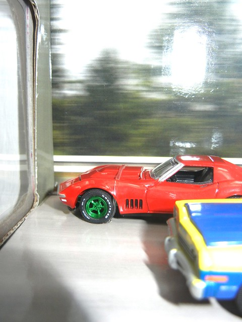 greenlight hot pursuit diorama green machine corvette (2)