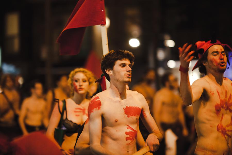 Action locale: Dans le cadre des manifs nocturnes : Charest!!! On se met à nu, fais donc pareil!!! [photos Thien V]