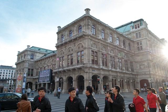 歌劇院本身也是個美麗的建築