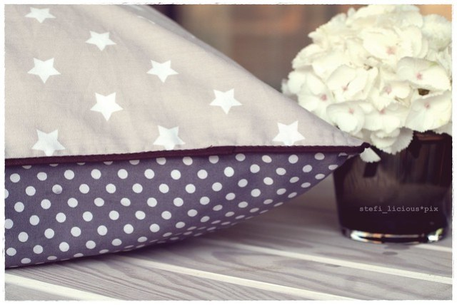 home_pillow_stars_brown2