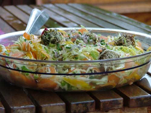 polpette di fave e piselli in insalata