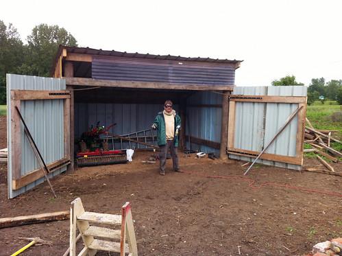 Construction du hangar : et voilà le travail !