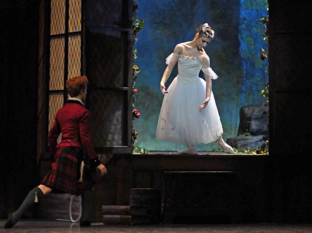 Steven McRae, Alina Cojocaru on the window scene in La Sylphide