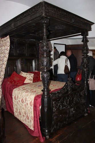 20120418_4119_haunted-bedroom