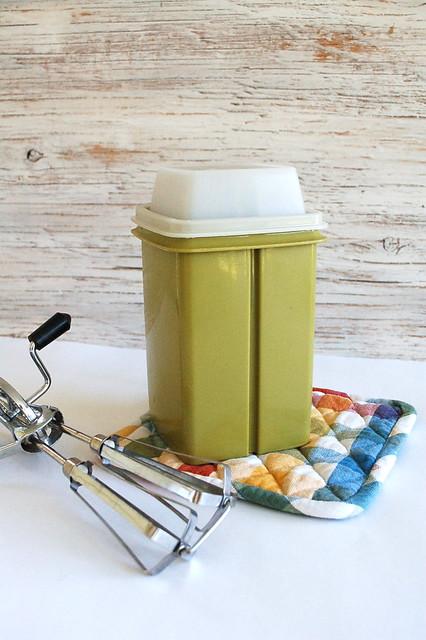 Pickle holder, vintage tupperware!