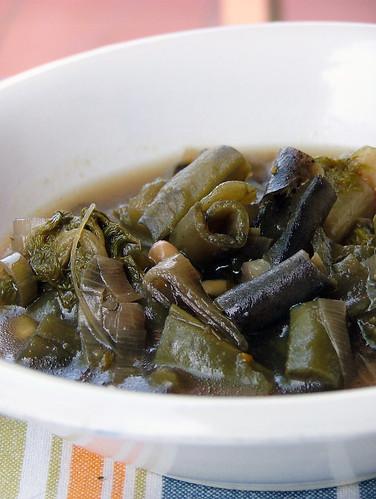 zuppa di baccelli di fave, finocchio e porro