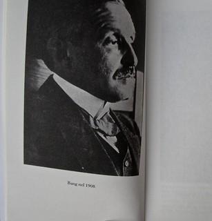 Herman Bang, La casa grigia, Iperborea 2012; [resp. grafiche non indicate]. P. 10 (part.), 1