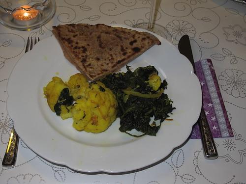 Blumenkohl-Spinat-Curry und Parathas