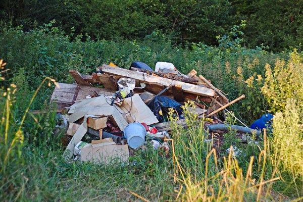 Dépôt d'ordure sauvage à Sennevoy le haut