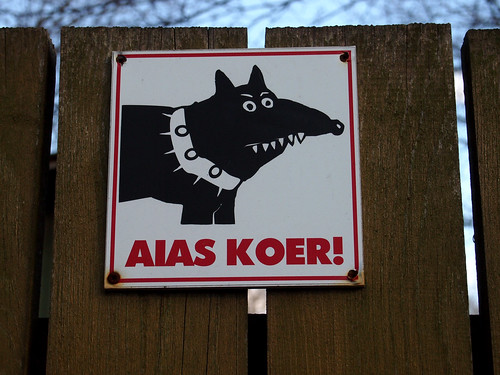 beware the dog sign in Tallin