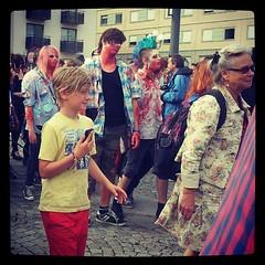 Färgglada främmande zombies vid Medborgarplatsen. #zombiewalk