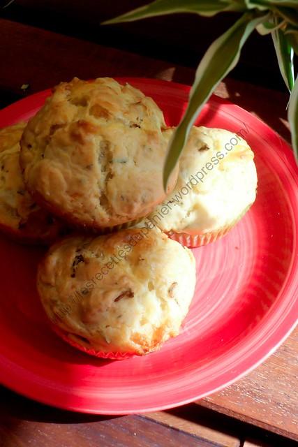 Muffins mozzarella, tomates séchées et basilic/ Mozzarella, Sundried Tomatoes and Basil Muffins