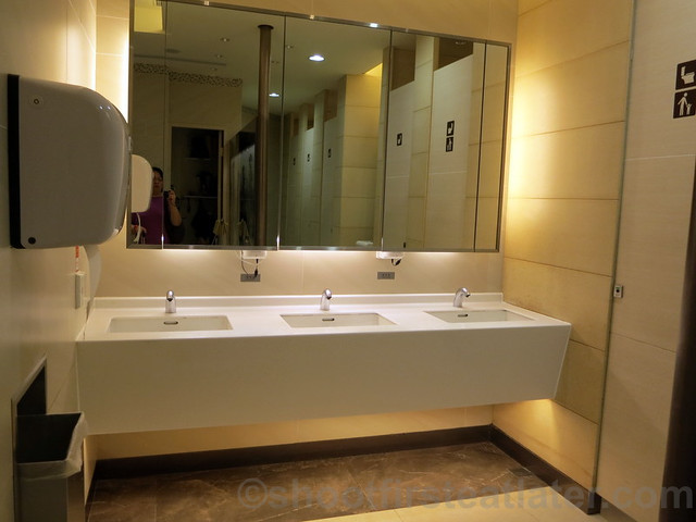 Taiwan Taoyuan International Airport's restroom-003
