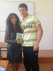 regalando a Desislav mi poemario Esperanza traducido al ingles