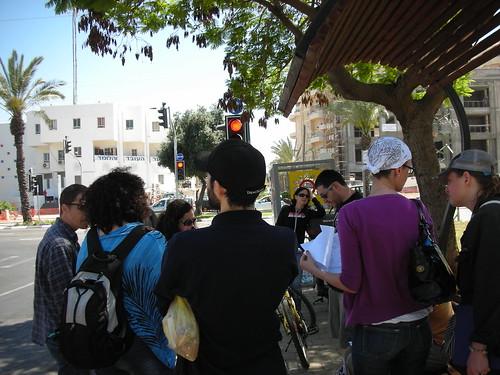 מתכוננים למדידת הולכי רגל בשכונת שפירא