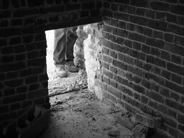 Aux pieds du mur