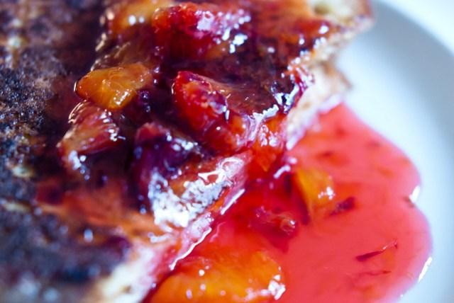 Brioche perdue en marmelade van bloedsinaasappel