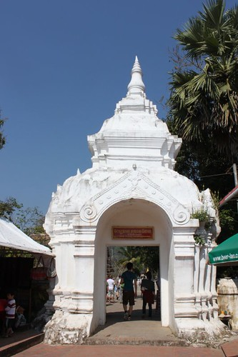 20120128_2906_Wat-Xieng-Thong-entrance