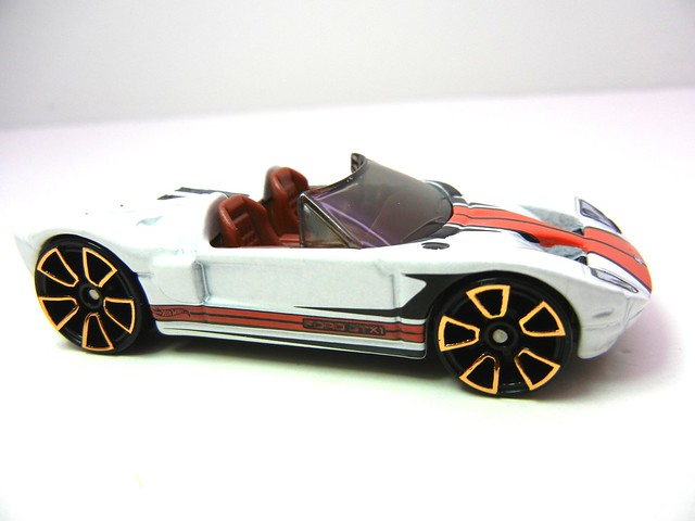 hot wheels ford gtx1 white  (3)
