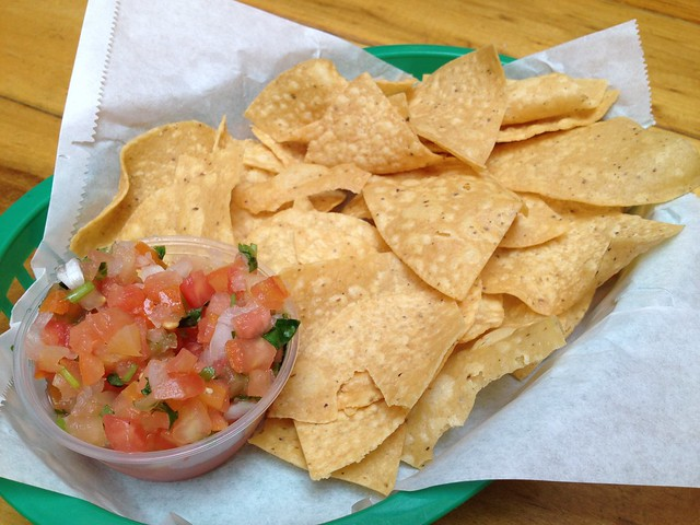 Tortilla chips and salsa - La Corneta Taqueria