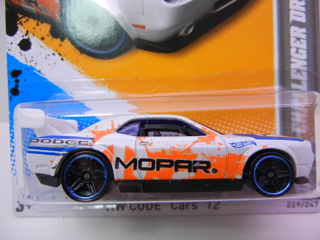 hot wheels dodge challenger drift car white (3)