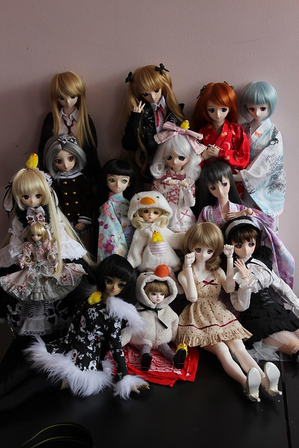 nkei's Mariko DD pops in to visit the doll pile!