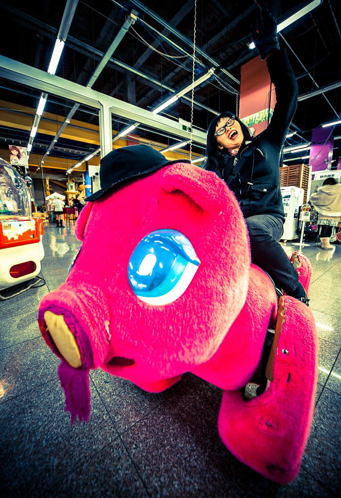 Lily rides a big Odaiba pig!!!