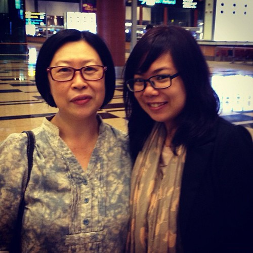 @ the airport with mum (and dad!! But mum has shaky hands so the pic with him turned out blurry :p)