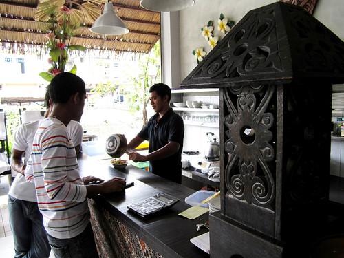 Payung main counter
