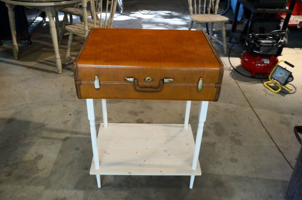 How to Make a Suitcase Table: Instructions