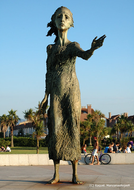 Monumento: madre del emigrante. Paseo del Rinconín (Gijón, Asturias)