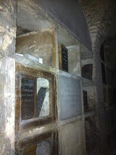 IMG_4213_inside_Terrace_Catacombs_Highgate_west_cemetery
